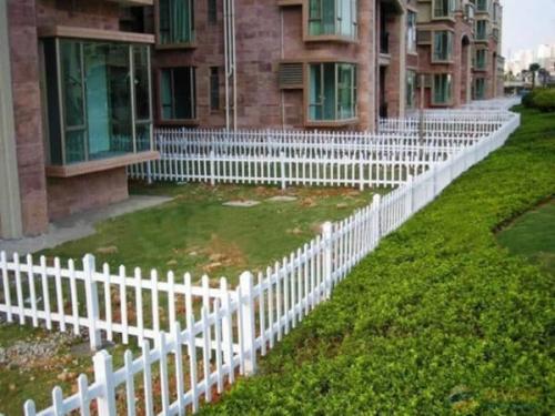 PVC草坪护栏高