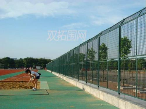 包塑护栏网与框架