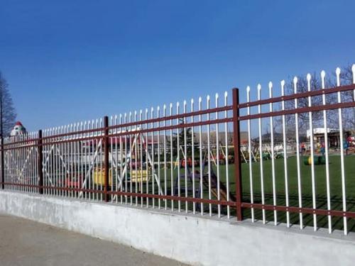 锌钢护栏用作围墙