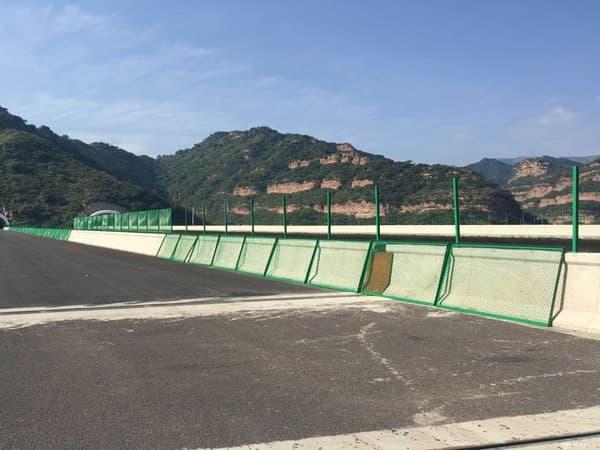 青海桥梁护栏网安装现场