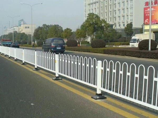 道路隔离栏