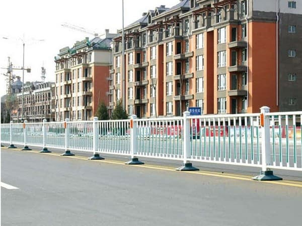 人行道隔离栏